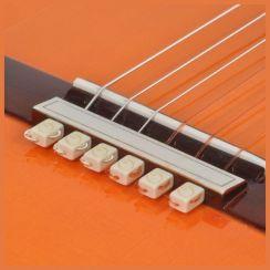 String Tie Bone Pearl White voor de klassieke gitaar