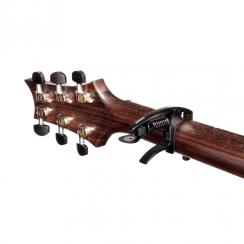 Capo D'Addario Planet Waves CP09 NS Tri-Action Capodaster Zwart I voor Akoestische Gitaar en Elektrische gitaar